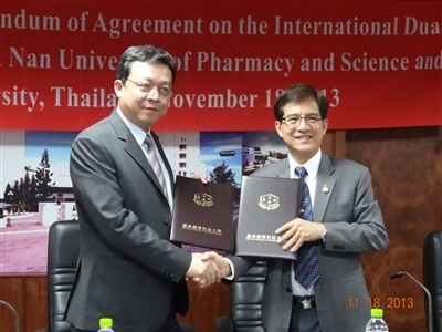 CNU President and Kohn Kaen University president sign the dual degree agreement on behalf of their respective universities