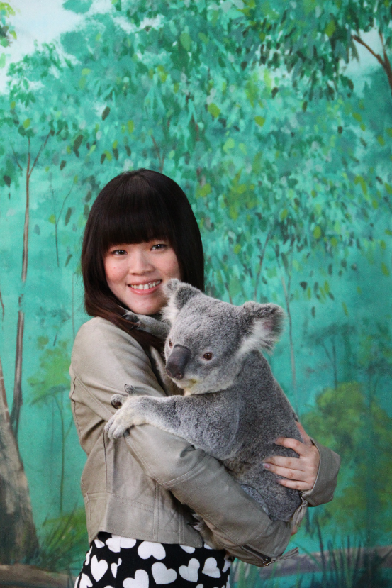 Lily Chan(Pharmacy) took the opportunity to hug a koala. But who would have guessed such a cute little animal would smell so bad?