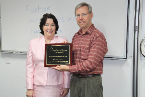 Director of the Southern Cross University English Center Ms. Suzanne Neeson presents a commemorative plaque to chair of the CNU Foreign Language Center, Dr. Damien Trezise.