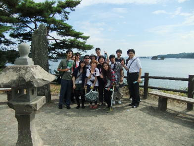 One year after the 2011 tsunami, CNU students visited Tohoku Pharmaceutical University and take a photo at a scenic spot in Sendai City.