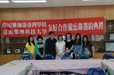 Group photo of the CNU overseas internship group from the Department of Childhood Education and Nursery.