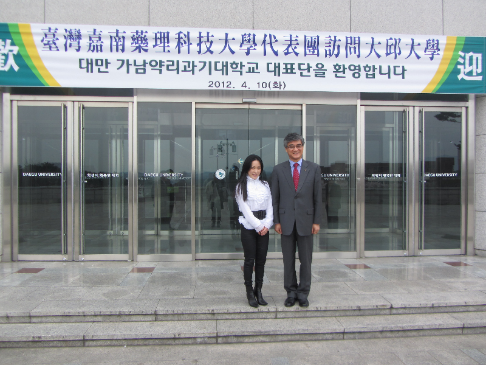 CNU vice president Dr. Chia-Sui Wang with the president of Daegu University, South Korea.
