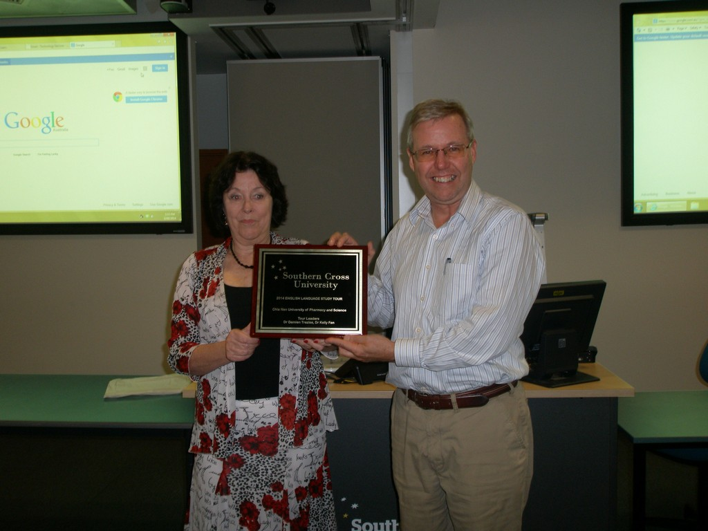 Director of Southern Cross University English Language Center Ms. Suzanne Neeson presents a commemorative plaque to chair of the CNU Language Center, Dr. Damien Trezise
