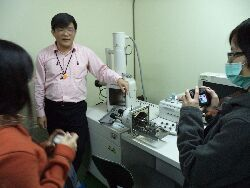 Industry teacher Lin Wu-sheng, and engineer, demonstrates a scanning electron microscope (SEM)