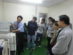 Gel Chromatography Analysis class (industry teacher Mr. Chang Yuan-Duo, left)