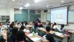 與台南市醫師公會合辦醫學美容保健師證照班