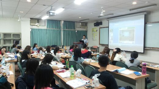 Conducting a preparation class for the Medical Beautician's License Test, in association with the Tainan City Doctors' Association