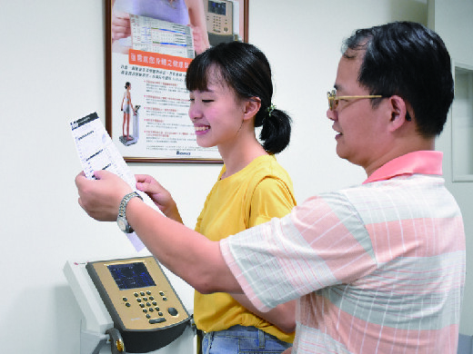 Teacher teaching student to understand smart health device