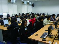 學生於電腦教室使用之情形