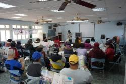 官田活動中心文化導覽 - 學員聆聽導覽解說