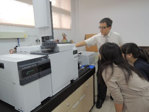 Students operate a Gas Chromatograph Mass Spectrometer