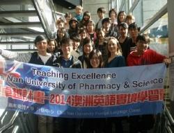 外語中心舉辦「2014澳洲英語實境學習營」─CNU學生與澳洲老師合照