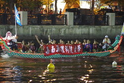 Students of the Department of Sports Management participate in a dragon boat racing contest