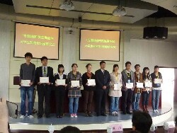 CNU student Lin Chi-Yi (second from left), winner of first prize at the Fangyuan Pharmaceutical and Chinese Medicine Forum, Nanjing
