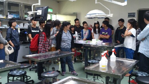 Teachers and students on a field trip to National Laboratory Animal Center (NLAC)