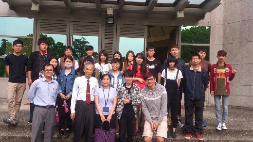 Teachers and students on a field trip to Livestock Research Institute, COA, Executive Yuan