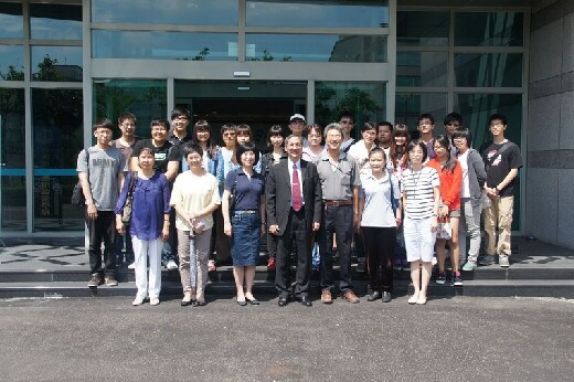Students from the Department of Medicinal Chemistry visit the Taiwan Salt Company