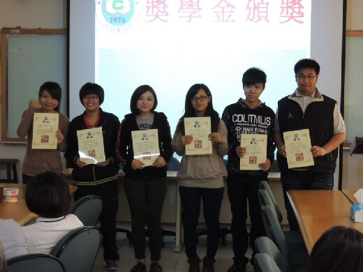 Presentation of scholarships to students in the Department of Medicinal Chemistry