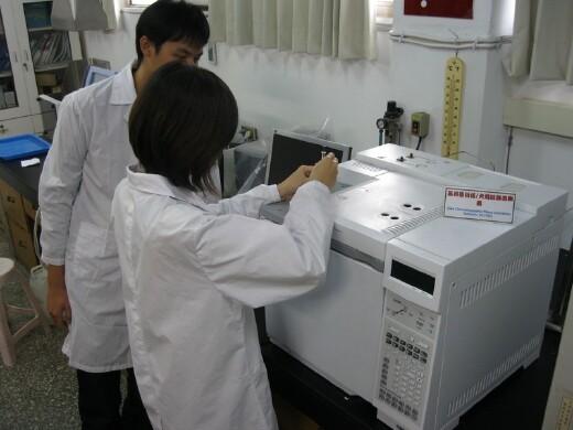 Lab class in instrumental analysis (gas chromatograph)