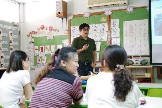 江世豪老師為幼兒園部教師提供教保專題演講