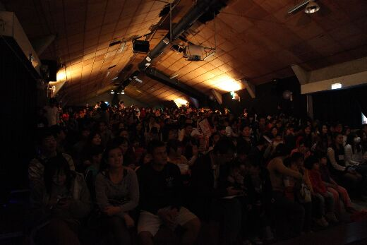 102級社區兒童活動企劃專題製作 - 幼四丙於十鼓文化村中劇場演出,參觀人潮盛況