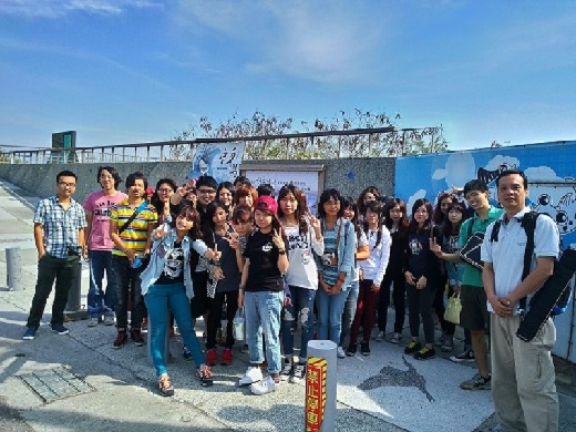 Professor Sun (right) takes students on an excursion to the salt pans at Chigu and Beimen