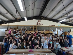 Professor Sun Tzu-Yi (first on the right, top row) accompanies students on a field trip to the Tainan Furniture Industry Museum