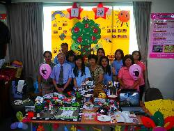 Chair Jensen Chang (front row, second from the left) and teacher Lu Yu-Cong (back row, left) at an exhibition of the achievements of a community  psychological health services volunteer project