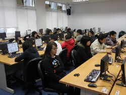 本系Q111-2電腦教室