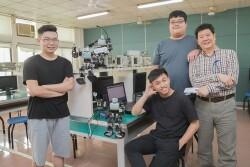 本系教師指導學生機器人專題