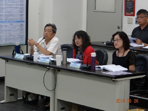 2018 Confucianism and Culture Cross-Straits Postgraduate Academic Seminar was hosting a comment by Professor Tian-Fa, Ou (first from left).