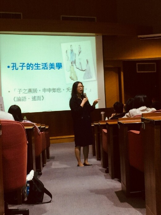 Assistant Professor Su-Zu ,Wei from General Education Center, Chien Hsin University of Science and Technology, gave a speech about