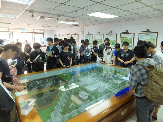 Students and teachers visit the Anping Water Resource Recycling Center in Tainan