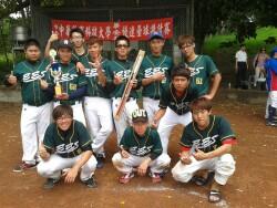 環工系參加華安盃壘球賽(2013.05.03)榮獲亞軍 全體隊員合影