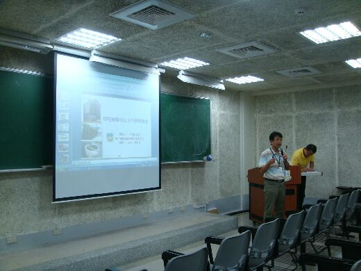 Mr Wang Yi-Dun offers employment counselling in a lecture series organized by the department