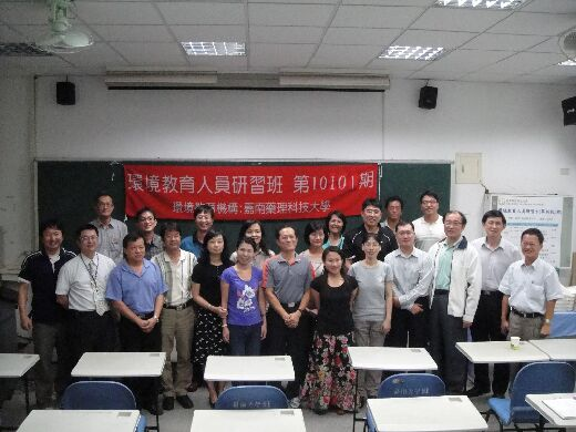 Group photo after a training class for environmental educators (November, 2012)