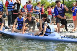 學生戶外校外教學活動(體驗單人划船)