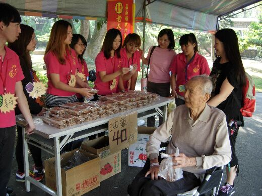 Students and staff providing service at a Yu-Zen Retirement Center activity