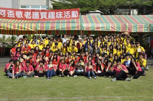 本系學生參與2013年悠然山莊安養中心週年慶活動